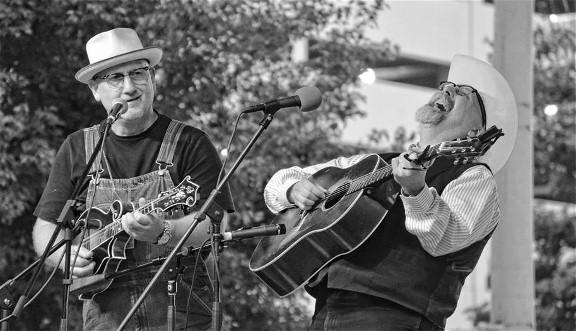 Old-Time Music Standouts Compton & Newberry to Perform at Fogartyville