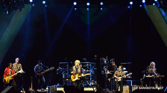 Daryl Hall and John Oates with Train pulls into Tampa's Amalie Arena