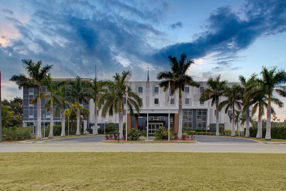 Welcome to Hampton Inn & Suites at SRQ Airport