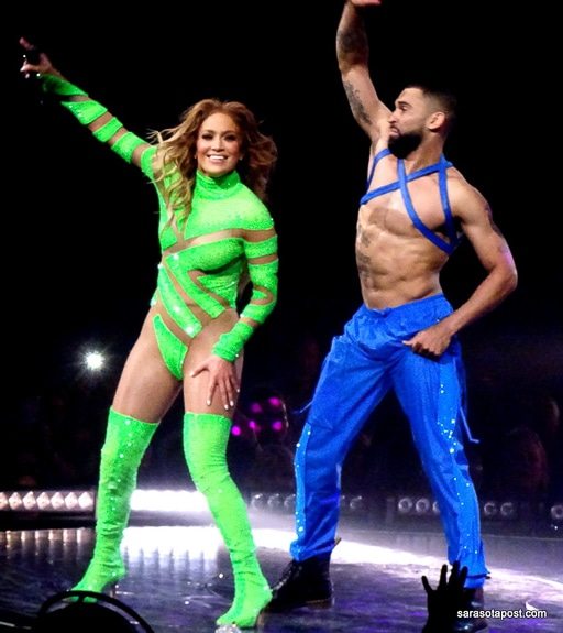 Jennifer Lopez danced with some excellent dancers at the Amway Center in Orlando, FL
