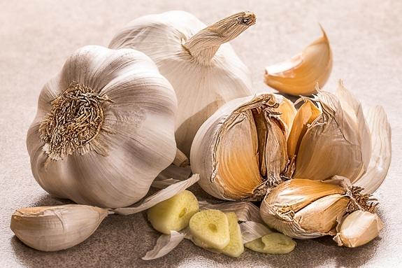 The best Caesar salad has lots of garlic.
