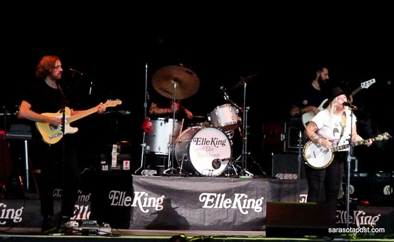 Elle King opened for Heart at the Mid-Florida Amphitheatre in Tampa, FL