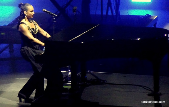 """Alicia Keys """"Shows Love"""" at the New Hard Rock Live in Hollywood, Florida"""