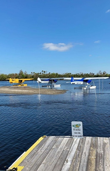 There's a marina at Nav-A-Gator Bar & Grill in Arcadia, FL
